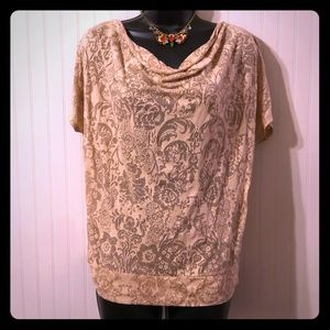Sheer Slouch Fit Short Sleeve Floral Top. Size L.
